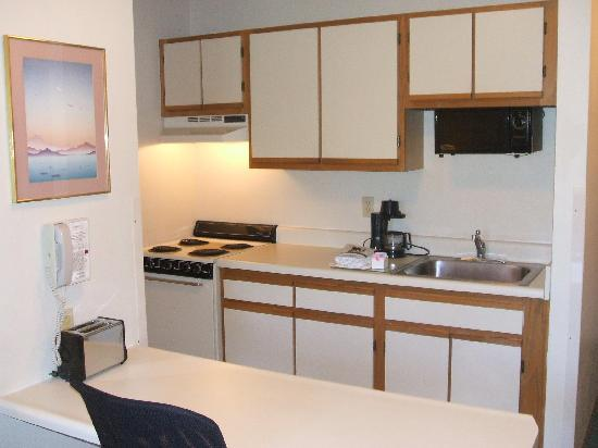 Extended Stay America - Cincinnati - Blue Ash - Reagan Highway: here's my kitchen