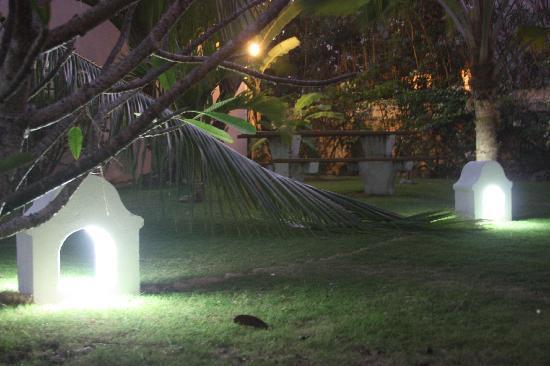 Cherry Tree Apartments: Cherry Tree garden at night