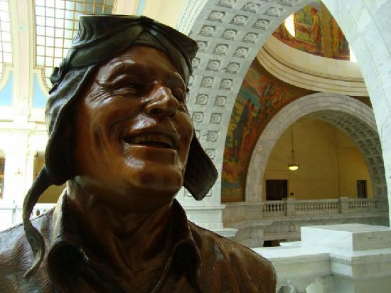 Utah State Capitol: sculpures in the lobby