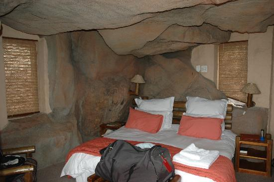 Kagga Kamma Nature Reserve: Our Room (sorry, my bag in front...)