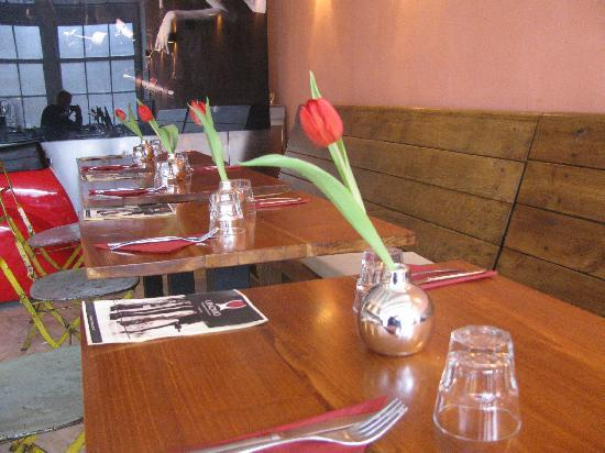 Vinomio: Dining Tables