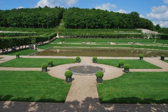 Chateau de Villandry gardens/pond