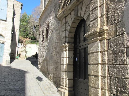 Pezenas, France: Rue Canabasserie