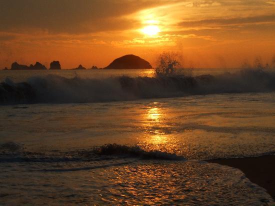 Tesoro Ixtapa : sunset at the beach