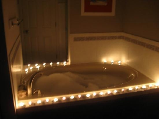 Pointes North Beachfront Resort Hotel: Tub all lit up with candles we brought