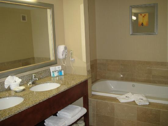 Hampton Inn Rutland/Killington : Bathroom/Jacuzzi