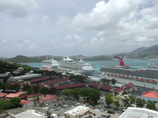 Havensight Mall: cruise ships docked