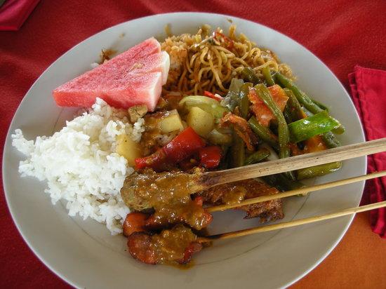 Batur Sari Restaurant: ビュッフェの料理