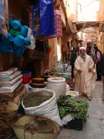 Ghardaia, Algeria: Calles del zoco.