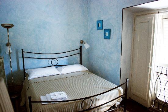 B&B Delle Tre Donzelle : la camera blu