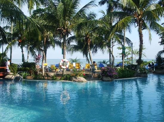 Rainbow Paradise Beach Resort: View from pool