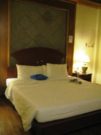 Lanta Casuarina Beach Resort: Average bed