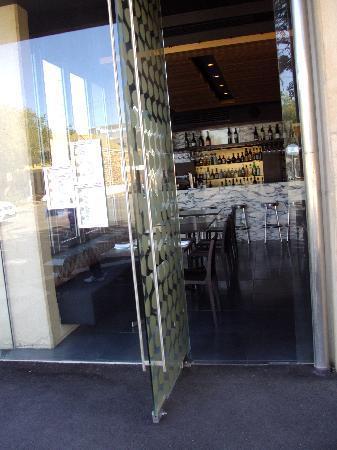 โรงแรมคลาเรี่ยนโซโห: Restaurant