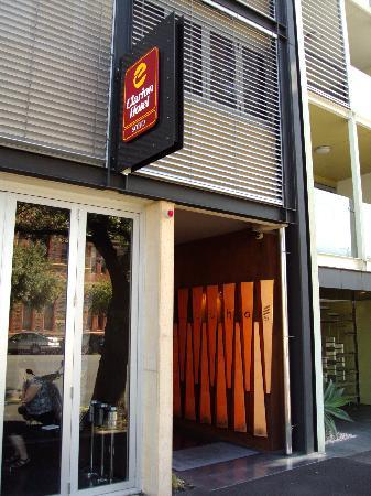 โรงแรมคลาเรี่ยนโซโห: Entrance