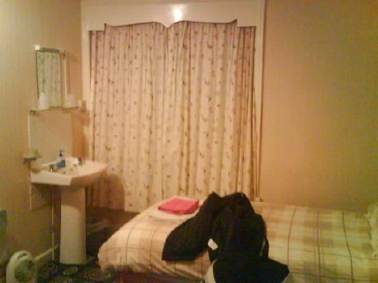 Crofton Guest House : Room 6, Twin
