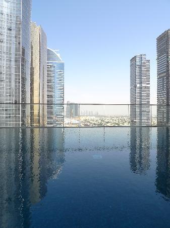 Bonnington Jumeirah Lakes Towers: Pool View