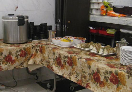 Toyoko Inn Busan Station 2: 朝食はおにぎりとキムチ