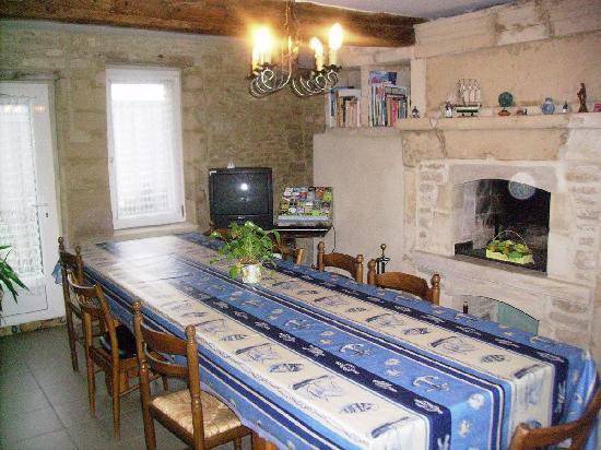 La Rose des Vents : la salle à manger à disposition des hôtes