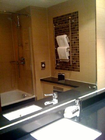 The Cheltenham Chase Hotel - A QHotel: Our deluxe bathroom at Cheltenham Chase - exactly like the brochure!
