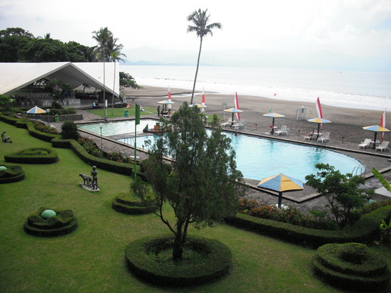 Pelabuhan Ratu, Indonesia: Pool and Beach