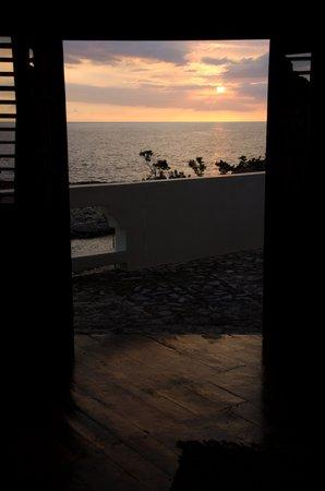 Coral Cove Resort: Sunset view from the Starbright Room