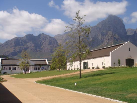Franschhoek, Sudáfrica: One of the barns holding the display