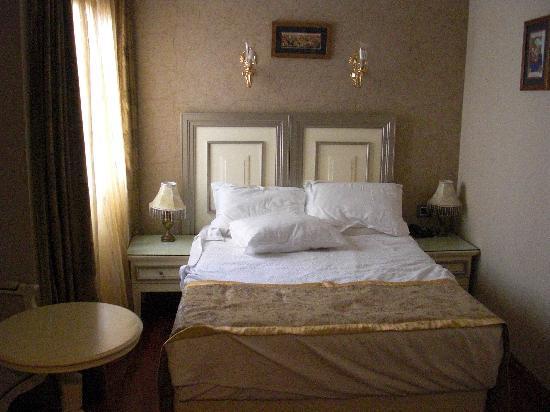 Maywood Hotel: La nostra piccola camera