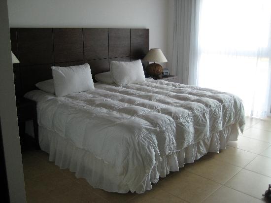 Iguana Crossing: Bedroom