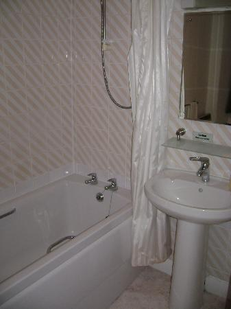 Crieff Hotel: With New ensuite bathroom