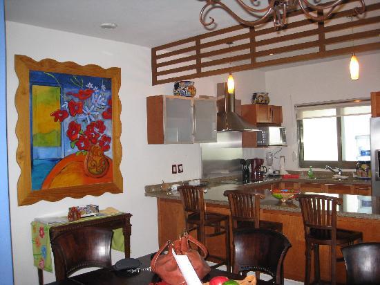 Encanto Paseo del Sol: Dining/Kitchen