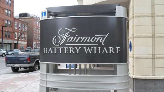 Battery Wharf Hotel, Boston Waterfront: Driveway Entrance