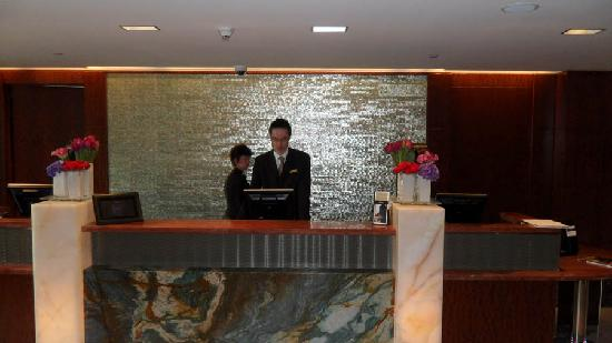 Battery Wharf Hotel, Boston Waterfront: Front desk