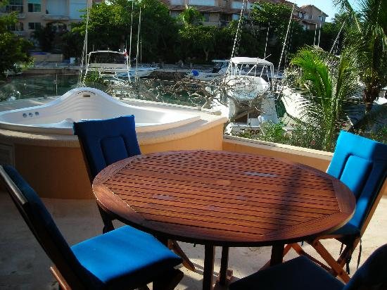 Porto Bello Private Residence Club: Huge Balcony overlooking Marina