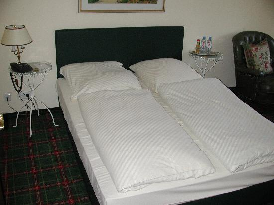 Hanseat Hotel: Goose down duvet bedding