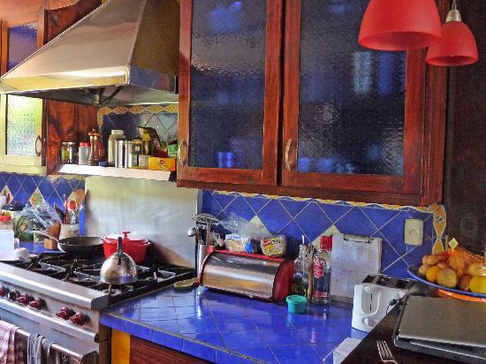 Casa Bella Rita Boutique Bed & Breakfast: Modern Kitchen