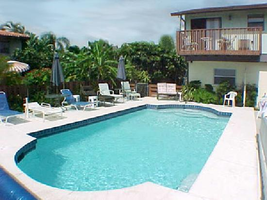 Anna Maria Pirates Den: Our pool area
