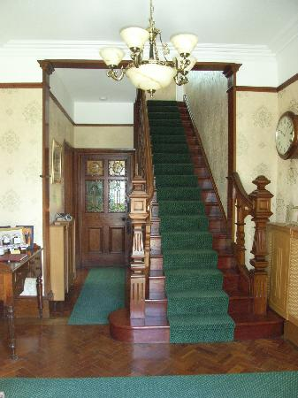 Maes-Y-Derw Country House: Entrance Hall