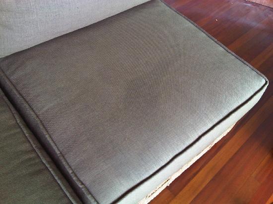 Jade Mountain Resort: Not very clean cushion