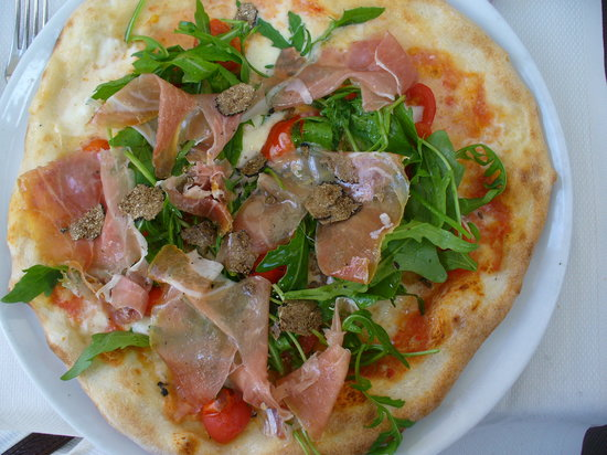 Ciro and Sons: Vesuvio Pizza
