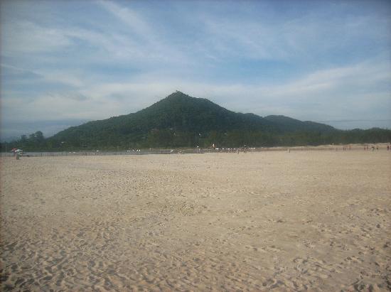 Praia de Ibiraquera: morro