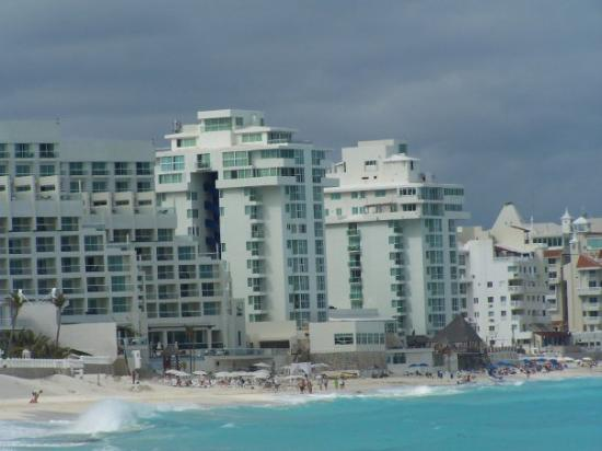Óleo Cancún Playa All Inclusive Boutique Resort: Our hotel by the beach