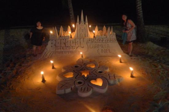 White Beach: Boracay sandcastle, beautifully done!!!