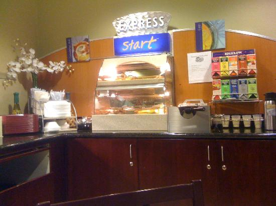 Holiday Inn Express Prescott: Breakfast Station