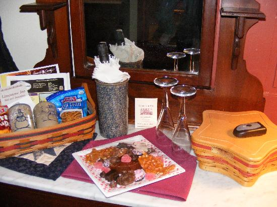 Limestone Inn: greeted with chocolates and bubbly
