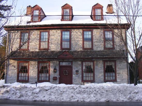 Limestone Inn: lots of snow
