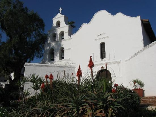 Mission San Diego de Alcala : No crowds, not a cloud in the sky