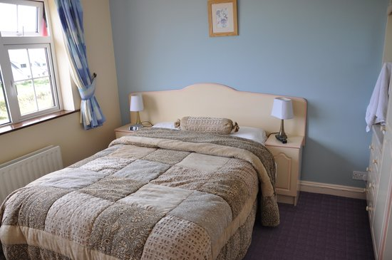 Brownes Bed & Breakfast Dingle: bed