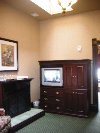 Iron Horse Inn & Suites: The rooms in our suite that didn't have windows nonetheless featured large skylights.