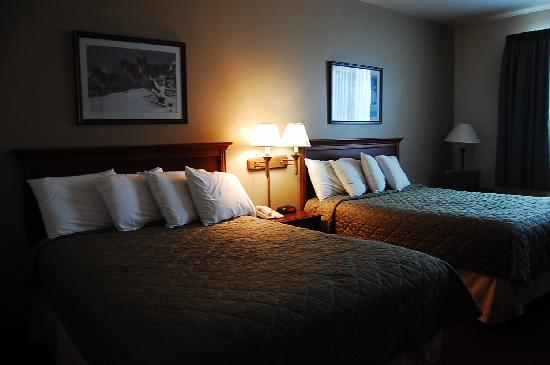 Yellowstone Park Hotel: Our room