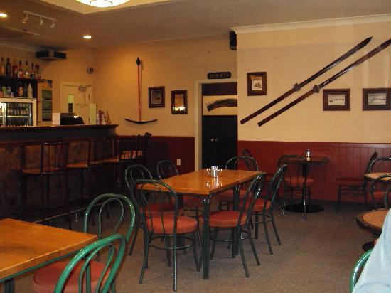 Whakapapa, Νέα Ζηλανδία: Bar downstairs
